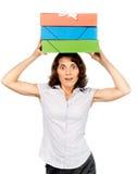 Menina com uma pilha dos dobradores de papel em sua cabeça Imagens de Stock Royalty Free