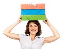 Menina com uma pilha dos dobradores de papel em sua cabeça Fotos de Stock