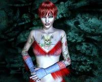 Menina com uma tatuagem - crânio horned Imagens de Stock