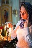 Menina com uma vela. Fotografia de Stock Royalty Free