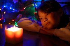 Menina com uma vela Imagens de Stock Royalty Free