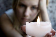 Menina com uma vela Imagem de Stock Royalty Free