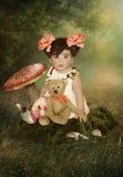 Menina com urso de peluche Fotos de Stock Royalty Free