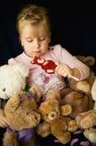 Menina com ursos de peluche Fotos de Stock