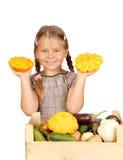 Menina com vegetais. imagem de stock