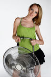 Menina com ventilador elétrico Fotos de Stock
