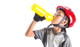 Menina com vestuário do ciclismo que bebe III Fotos de Stock Royalty Free