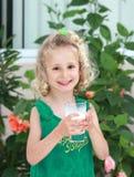 Menina com vidro do leite Foto de Stock Royalty Free