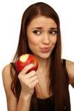A menina come uma maçã imagens de stock