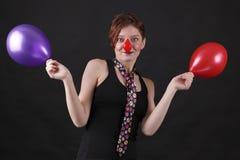 Menina como o mime com nariz vermelho Imagens de Stock