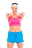 Menina confiável no sportswear que mostra a vitória fotografia de stock