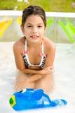 Menina congelada em uma associação inflável Foto de Stock