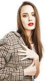 Menina consideravelmente à moda do moderno dos jovens que levanta emocional isolado em w fotografia de stock royalty free