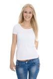 Menina consideravelmente adolescente isolada sobre a camisa vestindo branca e o brim azul Imagens de Stock