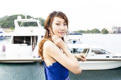 Menina consideravelmente chinesa com o vestido cheio azul Imagem de Stock Royalty Free