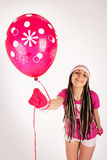Menina cor-de-rosa. Balão cor-de-rosa. Imagem de Stock