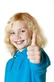 A menina/criança bonitas novas mostra o polegar acima fotos de stock