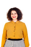 Menina curvy atrativa com camisa amarela e os bordos vermelhos Imagem de Stock