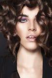 Menina da beleza da forma. Retrato lindo da mulher. Fotos de Stock Royalty Free