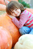 Menina da criança com abóboras Imagens de Stock Royalty Free