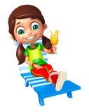 Menina da criança com cadeira de praia & Juice Glass Imagens de Stock Royalty Free