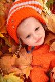 Menina da criança na folha da laranja do outono. Fotografia de Stock Royalty Free