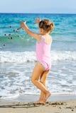 Menina da criança na praia Fotografia de Stock