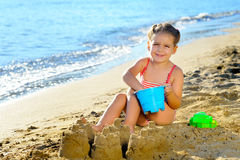 Menina da criança na praia Imagens de Stock