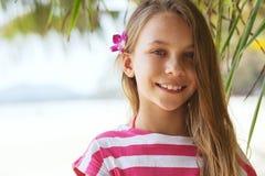 Menina da criança na praia Fotografia de Stock Royalty Free