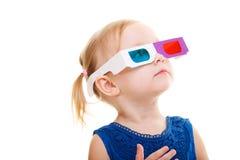 Menina da criança que desgasta os vidros 3D Imagens de Stock Royalty Free