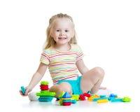 Menina da criança que joga brinquedos da cor Imagens de Stock Royalty Free