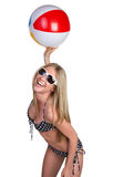 Menina da esfera de praia imagens de stock royalty free