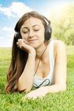 Menina da felicidade que relaxa Imagens de Stock