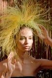 Menina da forma com penteado original Imagem de Stock