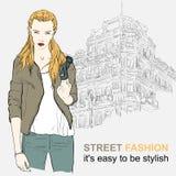 Menina da forma no revestimento na rua Imagem de Stock Royalty Free