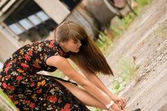Menina da forma no vestido com flores Imagens de Stock Royalty Free
