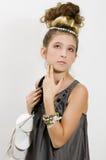Menina da forma que mostra jóias e bolsa Imagem de Stock Royalty Free