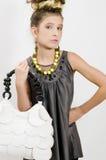 Menina da forma que mostra jóias e bolsa Foto de Stock