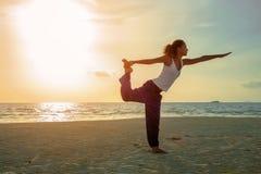 Menina da ioga na prática Foto de Stock Royalty Free