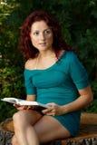 Menina da leitura Fotografia de Stock Royalty Free