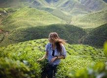 Menina da liberdade nas montanhas Imagens de Stock Royalty Free