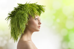 Menina da mola com penteado ecológico Imagens de Stock Royalty Free