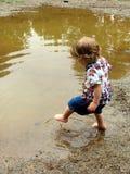 Menina da poça de lama imagens de stock royalty free