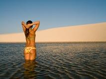 Menina da praia   fotografia de stock