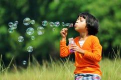 Menina das bolhas Imagens de Stock