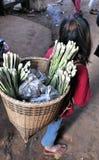 Menina de Ásia do mercado do alimento de Camboja Foto de Stock Royalty Free