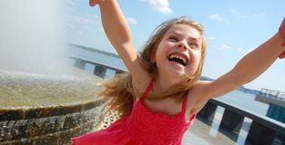 Menina de balanço feliz Fotografia de Stock
