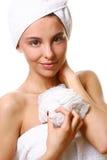 Menina de Beautyful com toalha branca Foto de Stock
