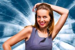 Menina de Beautyful contra o fundo azul imagem de stock