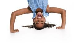 Menina de cabeça para baixo em um fundo branco Fotografia de Stock Royalty Free